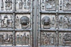 Detalle de puertas en la entrada a la catedral del St Sophia, Vel Imagen de archivo libre de regalías