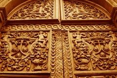 Detalle de puertas talladas fotografía de archivo