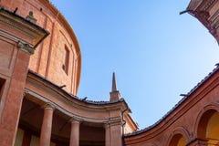 Detalle de San Luca Sanctuary en la oscuridad Bolonia, Italia imagen de archivo libre de regalías