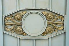 Detalle de un balcón antiguo del hierro labrado Foto de archivo libre de regalías