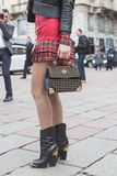 Detalle de un bolso fuera del edificio del desfile de moda de Gucci para Milan Wo Imágenes de archivo libres de regalías