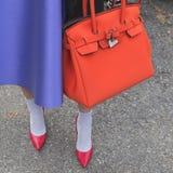 Detalle de un bolso fuera del edificio del desfile de moda de Gucci para Milan Wo Fotografía de archivo