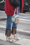 Detalle de un bolso fuera del edificio del desfile de moda de Gucci para Milan Wo Imagen de archivo
