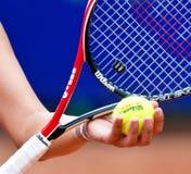 Detalle de un brazo del jugador de tenis Fotos de archivo