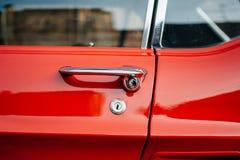 Detalle de un coche del rojo del vintage Foto de archivo libre de regalías