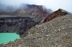Detalle de un cráter en la niebla, volcán de Santa Ana Imágenes de archivo libres de regalías