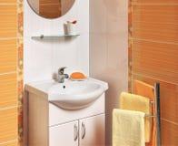 Detalle de un cuarto de baño lujoso con los accesorios Imagenes de archivo