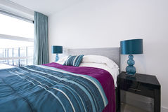 Detalle de un dormitorio doble moderno grande Fotografía de archivo