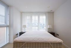 Detalle de un dormitorio moderno y brillante Fotografía de archivo libre de regalías