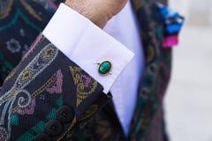 Detalle de un hombre de moda en la semana de la moda del ` s de Milan Men Foto de archivo