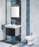 Detalle de un interior lujoso del cuarto de baño con miror y del fregadero con Foto de archivo
