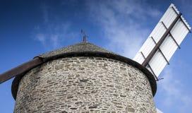 Detalle de un molino de viento viejo en Britanny, Francia Fotos de archivo libres de regalías