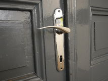 Detalle de un tirador de puerta viejo del metal Imagen de archivo