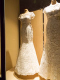 Detalle de un vestido de bodas Fotos de archivo
