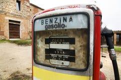 Detalle de una bomba de gas abandonada Foto de archivo libre de regalías