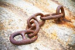 Detalle de una cadena oxidada vieja del metal Fotos de archivo