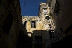 Detalle de una casa con el lavadero en Trípoli, Líbano Imágenes de archivo libres de regalías