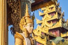 Detalle de una estatua en la pagoda de Shwedagon en Rangún en Birmania Myanmar Imagenes de archivo