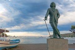 Detalle de una estatua de tamaño natural de bronce a Salvador Dali famoso en Cadaques, España imagenes de archivo