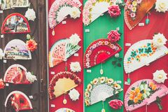 Detalle de una fan española típica en tienda de souvenirs en Córdoba, y fotos de archivo libres de regalías