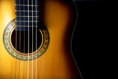 Detalle de una guitarra acústica Fotos de archivo libres de regalías