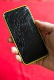 Detalle de una pantalla rota del smartphone Fotografía de archivo libre de regalías