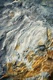 Detalle de una piedra arenisca agrietada Fotos de archivo libres de regalías