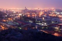 Detalle de una refinería en la noche Imágenes de archivo libres de regalías