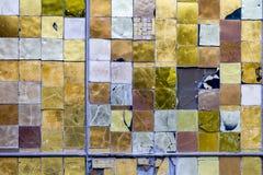 Detalle de una ventana colorida manchada Fondo abstracto de la textura fotos de archivo