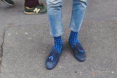Detalle de zapatos fuera del edificio del desfile de moda de Armani para la semana 2015 de la moda de Milan Men Fotos de archivo libres de regalías
