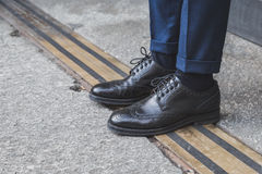 Detalle de zapatos fuera del edificio del desfile de moda de Ferragamo para la semana 2015 de la moda de Milan Men Imagen de archivo