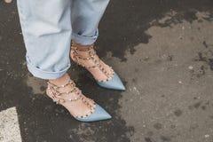Detalle de zapatos fuera del edificio del desfile de moda de Ferragamo para la semana 2015 de la moda de Milan Men Fotografía de archivo libre de regalías