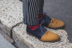 Detalle de zapatos fuera del edificio del desfile de moda de Ferragamo para la semana 2015 de la moda de Milan Men Imagenes de archivo