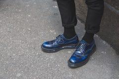 Detalle de zapatos fuera del edificio del desfile de moda de John Richmond para la semana 2015 de la moda de Milan Men Imagenes de archivo