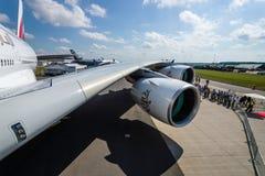 Detalle del ala y de un motor de turboventilador Alliance GP7000 de los aviones - Airbus A380 Imagen de archivo