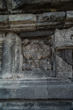 Detalle del alivio tallado en Prambanan Java, Indonesia Foto de archivo