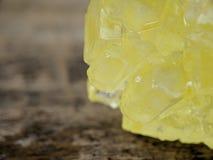 Detalle del azúcar marrón de la roca en tiro macro foto de archivo