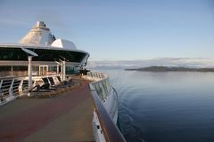 Detalle del barco de cruceros en Alaska dentro del paso imagen de archivo libre de regalías