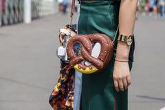 Detalle del bolso durante la semana de la moda de Milan Men Fotos de archivo libres de regalías