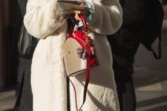 Detalle del bolso en la semana de la moda del ` s de Milan Men Fotos de archivo