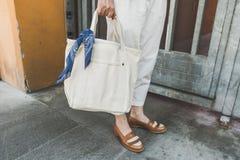 Detalle del bolso en la semana de la moda del ` s de Milan Men Foto de archivo
