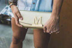 Detalle del bolso en la semana de la moda del ` s de Milan Men Imagen de archivo libre de regalías