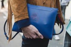 Detalle del bolso en la semana de la moda del ` s de Milan Men Foto de archivo libre de regalías