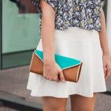Detalle del bolso fuera de los desfiles de moda de Jil Sander que construyen para la semana 2014 de la moda de Milan Women Foto de archivo