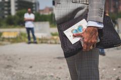 Detalle del bolso fuera del edificio del desfile de moda de Gucci para Milan Men Foto de archivo libre de regalías