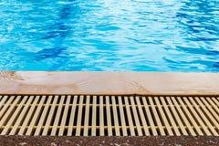 Detalle del borde de la piscina Imagen de archivo