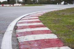 Detalle del bordillo del circuito de carreras Imágenes de archivo libres de regalías