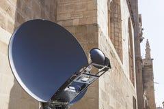 Detalle del camión de la antena de las noticias de la TV Imágenes de archivo libres de regalías