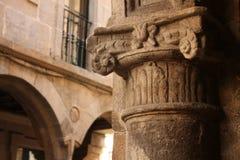 Detalle del capitel. Calle medieval Fotografía de archivo