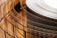 Detalle del carrete de la película de cine, cierre desenrollado de la película para arriba Imagen de archivo libre de regalías
